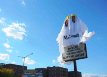 Burger King Dressed Up as the Ghost of McDonald's in This Scary Good Halloween Prank 1